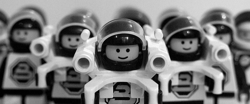 Lego space men por Gaetan Lee.
