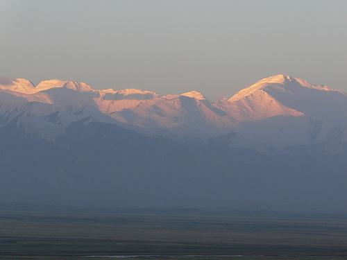 El amanecer del Pico Lenin desde Kirguistán por rdieztag.