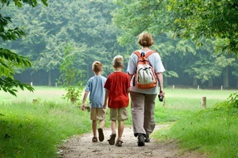 kids-hiking_thumb.jpg