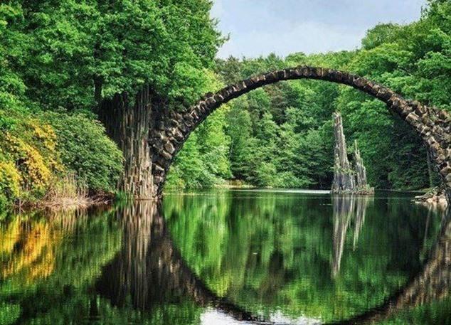 puente-Rakotz-en-Kromlau-Alemania_thumb.jpg