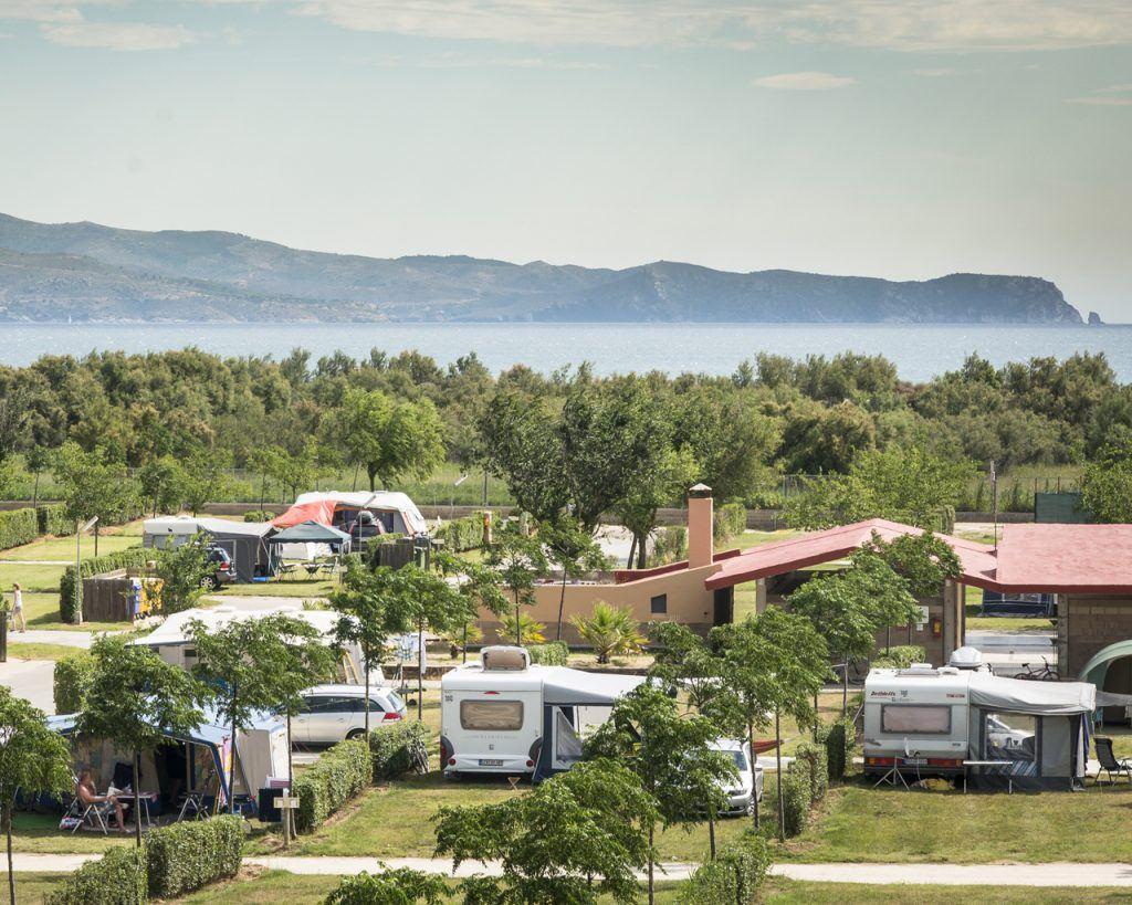 Los mejores camping resort para caravanas en la costa for Camping el jardin de las dunas