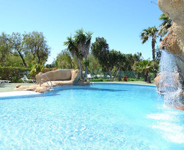 vacaciones-gratis-para-familias-en-el-paro-camping-castillo-de-banos